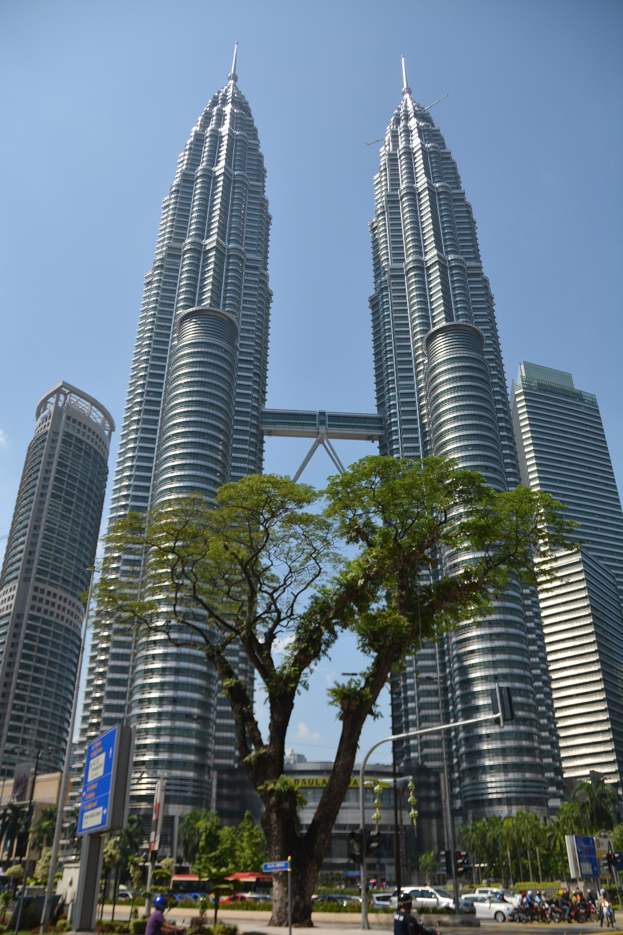 Petronas Twin Towers - Avalon Airport Blog - Avalon Airport